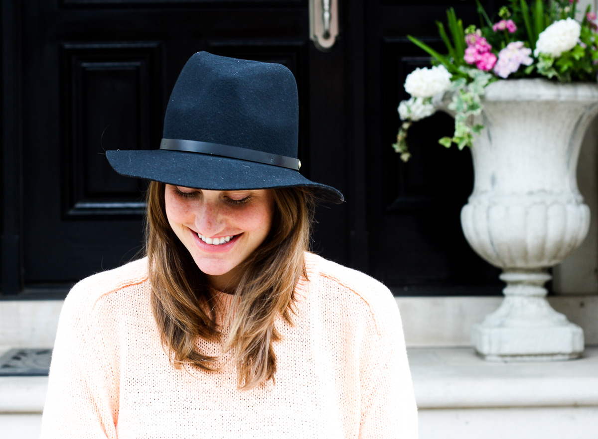Pregnancy style, Lifestyle blogger and hat