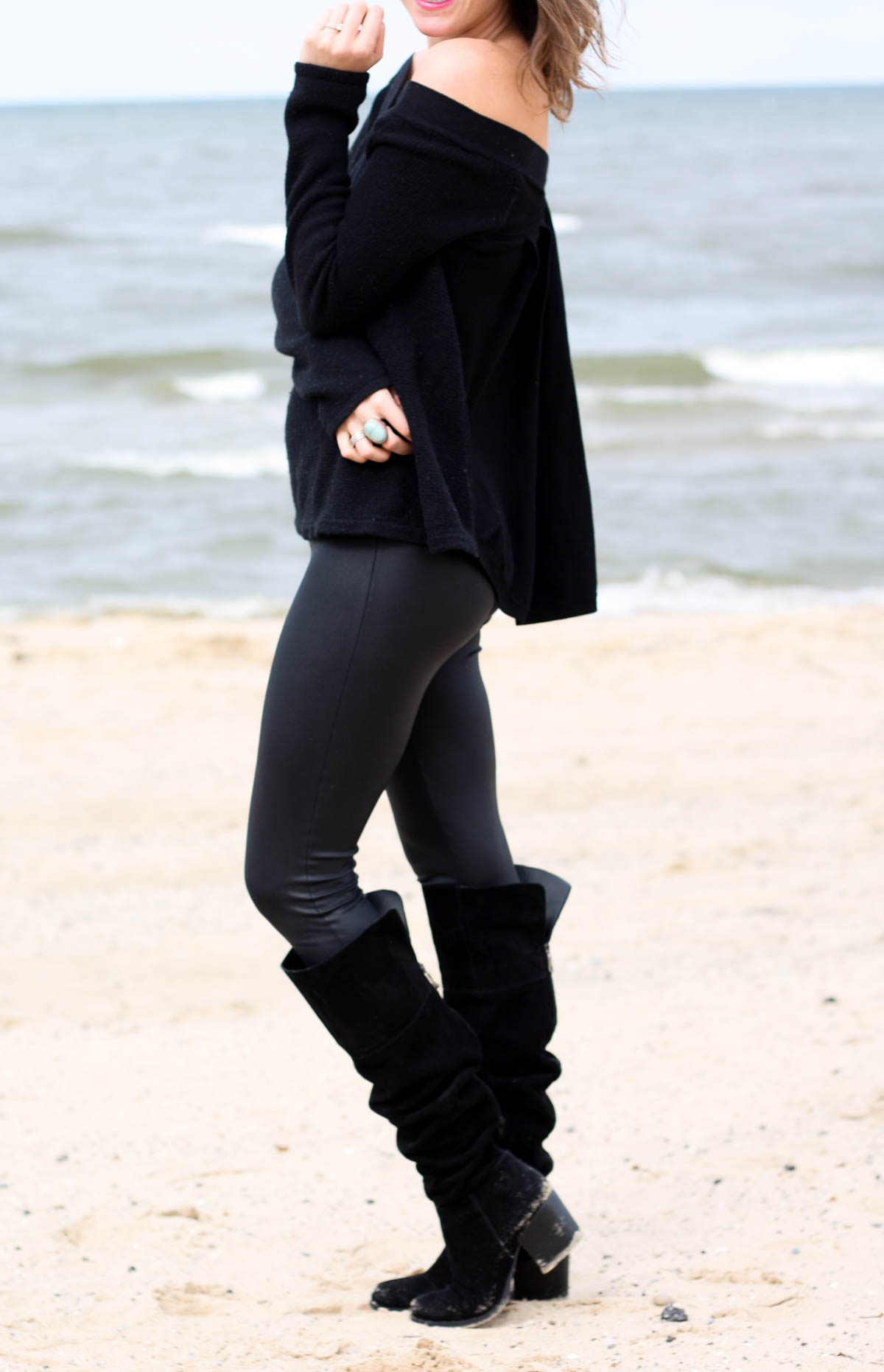 Black leather leggings_Black knee high boots_Top Chicago bloggers-15