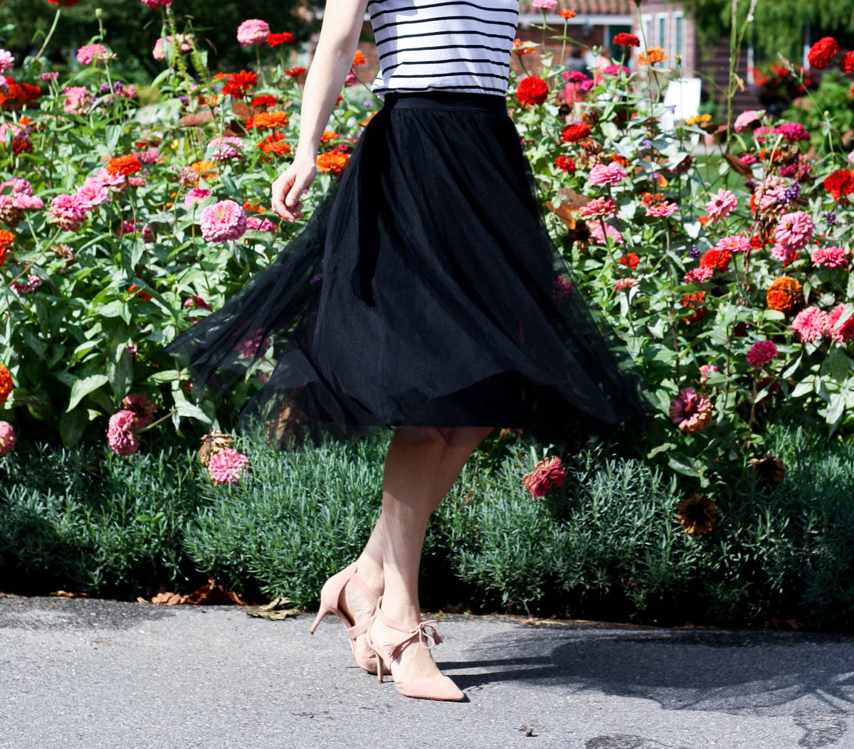 black-tutu-skirt_top-fashion-bloggers-in-chicago_isnt-that-charming-14