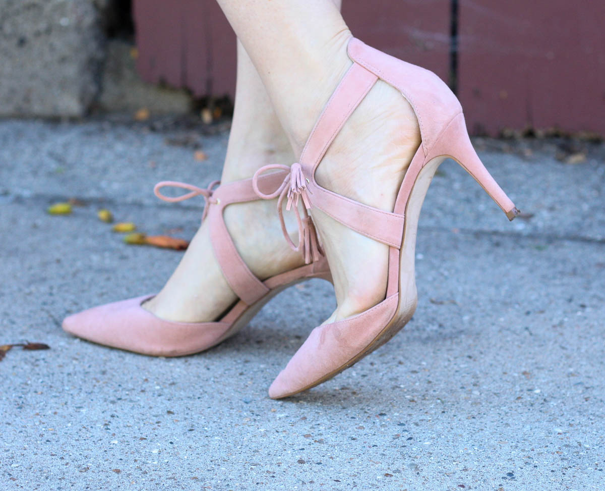 ann-taylor-blush-heels_black-pleated-dress-8